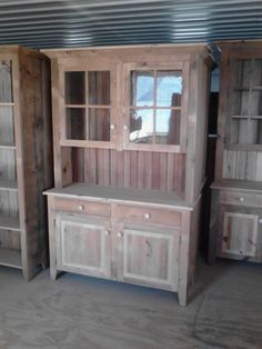 Reclaimed Barn Wood Kitchen Dining Hutch China by ValentinoDesigns Primitive Furniture, Woodworking Furniture, Pallet Furniture, Rustic Furniture, Woodworking Plans, Pallet Beds, Industrial Furniture, Furniture Design, Reclaimed Kitchen