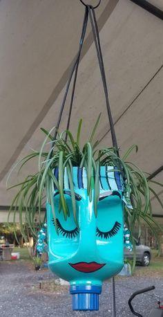 Plastic Container Crafts, Plastic Bottle Planter, Plastic Bottle Flowers, Plastic Bottle Crafts, Plastic Bottles, Painted Plant Pots, Painted Flower Pots, Diy Garden Projects, Garden Crafts