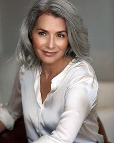 Salt and pepper gray hair. Gray hair don't care. Long Gray Hair, Grey Wig, Silver Grey Hair, White Hair, Grey Hair Young, Ageless Beauty, Silky Hair, Tips Belleza, Textured Hair