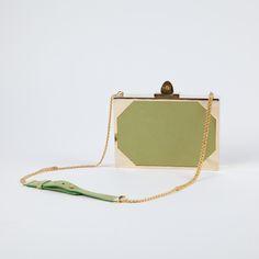 Splendide sac en bandoulière de la marque haute couture ELIE SAAB. Discret  et tendance à bc3f18b7b85
