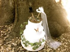 ~~~ made to order~~~Rustic wedding cake topper for your big magic day .......Handmade with a cedar wood slice, decorated with pine cone ends and fabric ivy leaves, acorns.The symbol of groom as a cylinder, symbol as a bride beautiful flower wedding headband with long tulle veil. Both as well handmade.Such a unique wedding cake topper for every rustic themed wedding.¨¨°º*:•.-:¦:-•*º°¨¨°º*:•.-:¦:-•*º°¨¨°º*:•.-:¦:-•*º°¨¨°º*:•.-:¦:-•*º°¨¨Also available in fall version, please...