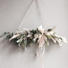 I don't know wth this is but I like it Xmas Wreaths, Christmas Decorations, Holiday Decor, Arte Floral, Modern Christmas, Christmas Time, Dried Flowers, Paper Flowers, Floral Garland