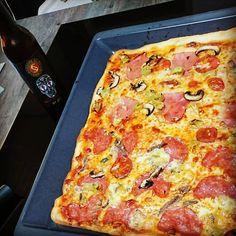 Lecker Pizza mit nem guten Bier 🍻 #pizzatime #holyshitale #schoppebräu #qualitytime #leckeressen #welovepizza