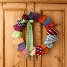 Joulun lähestyessä tekee mieli askarrella. Vaikka kranssi oveen, tai pöydälle koristeeksi? Voisin poiketa perinteisestä havu-...