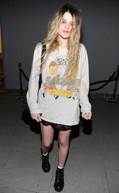 """Rockin' the """"I don't care"""" unbrushed bleached hair with dark roots."""