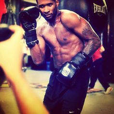 Pictures of Usher Shirtless | POPSUGAR Celebrity