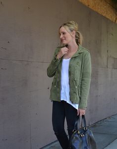 military jacket and jeans Army Colors, Fall Trends, Dress To Impress, Military Jacket, Fashion Beauty, Black Jeans, Bomber Jacket, Glamour, Denim