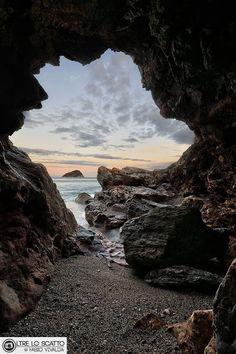 Bergeggi in a Frame - Photography by Fabio Vivalda www.fabiovivalda.com #sea #cave #bergeggi
