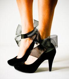 SALE Black Abstract Bow Ankle Cuffs par jdotdesigns sur Etsy