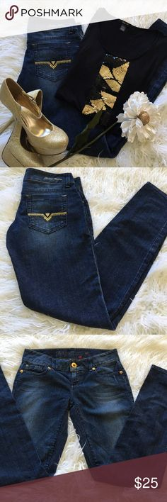 """Sale Guess Skinny Premium Denim Jeans Awesome Guess Skinny Premium Denim Jeans 32"""" Inseam 7 1/2"""" Rise 98% Cotton 2% Spandex Great Condition Guess Jeans"""