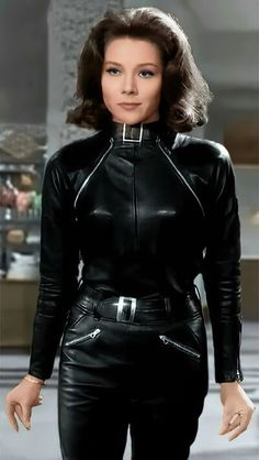 Emma Peel, Diana Riggs, Dame Diana Rigg, Avengers Girl, Gal Gabot, Long Leather Coat, Real Leather, Leder Outfits, Vintage Hollywood