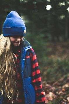 This is such a cute camping outfit. Knit hat paired with puffy vest over comfy flannel Fall Winter Outfits, Autumn Winter Fashion, Fall Fashion, Winter Wear, Rockabilly, Camping Outfits, Camping Attire, Camping Fashion, Grunge