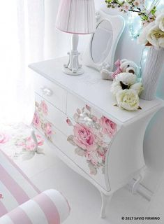Super ideas for shabby chic bedroom diy furniture ideas Shabby Chic Pink, Shabby Chic Bedrooms, Shabby Chic Homes, Shabby Chic Style, Shabby Chic Furniture, Distressed Furniture, Shabby Vintage, French Vintage, Interiores Shabby Chic