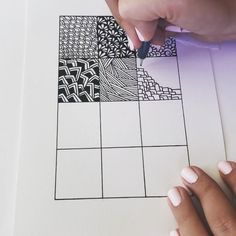 Totally easy Zentangle drawing project - all you need is some thing round, paper, and a pen to get started. Doodle Art Drawing, Easy Doodle Art, Cool Art Drawings, Zentangle Drawings, Mandala Drawing, Pencil Art Drawings, Art Drawings Sketches, Doodles Zentangles, Easy Op Art