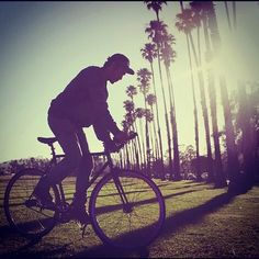 @thedofdna doing a trackstand among the palm trees