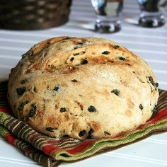 this greek olive and rosemary bread was fantastic - I just added a bit of garlic oil and bread improver in as variations - great with taramasalata, greek giant beans in tomato etc Olive Recipes, Greek Recipes, Greek Bread, Olive Oil Bread, Pureed Food Recipes, Vegetarian Recipes, Croissants, Greek Olives, Greek Cooking