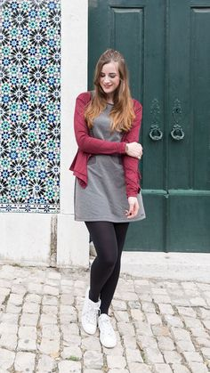 Smash Dress, Cardi and Converse - in Lissabon! Pantyhose Fashion, Fashion Tights, Tights Outfit, Black Opaque Tights, Black Pantyhose, Nylons, Geek Chic Outfits, Casual Outfits, Cute Outfits