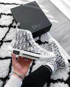 Nike Air Force 1 Sketch - Erhält den Black Marker Look High Top Sneakers, Dior Sneakers, Sneakers Mode, Sneakers Fashion, Fashion Shoes, Men's Fashion Accessories, Dress Fashion, Converse Shoes High Top, Summer Sneakers