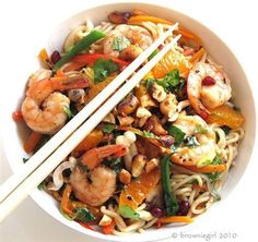 A warm Asian style salad using prawns, Clemengold Easy Peelers and Hokkien Noodles. Healthy Family Meals, Healthy Snacks, Thai Prawn Salad, Asian Recipes, Ethnic Recipes, Noodles, Veggies, Favorite Recipes, Warm