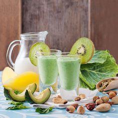 Spinach, hazelnuts, Brazil nuts, pumpkin seeds, almonds, avocado, mango, collard greens, almond milk and kiwifruit smoothie