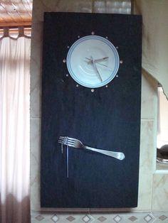 Relógio feito com pedra (ardósia) e outros materiais. Visite o meu BLOG: saulrogerioartesanato.blogspot.pt