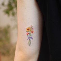 Tattoo flowers inspiring, what is the tattoo, be careful when tattooing … - tatoo feminina Mini Tattoos, Dainty Tattoos, Delicate Tattoo, Pretty Tattoos, Unique Tattoos, Beautiful Tattoos, Body Art Tattoos, Small Tattoos, Tatoos