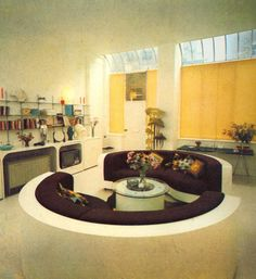 A living room for intergalactic voyaging from a interior design book- House by Terrance Conran. LOVE the couches and round edged cupboards! 80s Interior Design, Interior Exterior, Interior Decorating, Green Label, 70s Home Decor, Futuristic Interior, Home And Deco, New Wall, My New Room