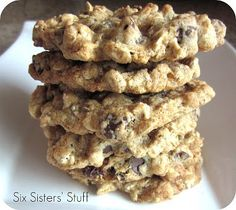 Low Fat Chewy Chocolate Chip Oatmeal Cookies | Six Sisters' Stuff