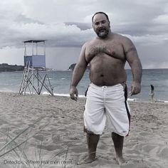 Big datedick daddy at the beach. www.nipplecoach.com/datedicklive