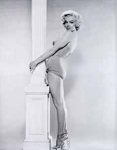 Marilyn Monroe photographed by Bert Reisfeld, 1953.