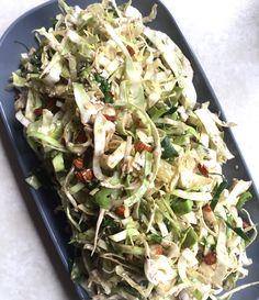 Få her opskriften en Super nem og virkeligt lækker spidskålsalat. Den er sund, har masser af smag og så er den dejligt knasende sprød.