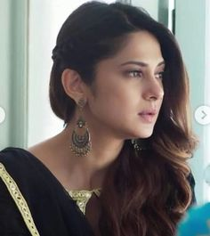 What a beauty 😍😍😍 Beautiful Bollywood Actress, Most Beautiful Indian Actress, Beautiful Actresses, Beautiful Blonde Girl, Beautiful Girl Image, Wedding Hairstyles, Cool Hairstyles, Indian Photoshoot, Jennifer Winget Beyhadh