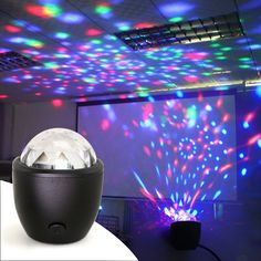 Tanbaby Mini stage licht 3 w USB powered Sound actived Multicolor Disco bal magische effect lamp voor verjaardag, party, Concert etc. Led Disco Lights, Led Stage Lights, Ball Lights, Party Lights, Home Entertainment, Usb, Mini, Crystal Magic, Crystal Ball