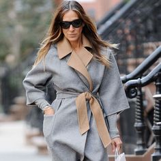 Beauty Tips, Celebrity Style and Fashion Advice from Sarah Jessica Parker Shows Us Her Dreamy Spring Wardrobe Sarah Jessica Parker, Carrie Bradshaw, Looks Style, My Style, Curvy Petite Fashion, Casual Street Style, Classy Outfits, Fashion Advice, Ideias Fashion