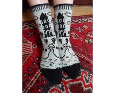 This Moomin Valley sock pattern is my tribute to the magic of Tove Jansson's wonderful illustrations. Knit Mittens, Knitted Blankets, Knitting Socks, Baby Knitting, Knitting Loom Dolls, Knitting Patterns, Yarn Projects, Knitting Projects, Christmas Knitting