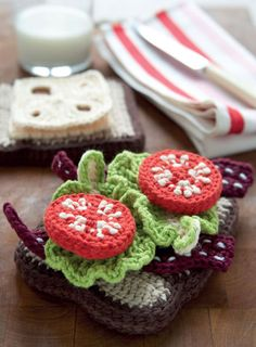 BLT anyone? Crochet Amigurumi Sandwich...awesome detail and freebie pattern from 'Yummi 'Gurumi'.  What little girl would not love this in her own little play kitchen?  ¯\_(ツ)_/¯