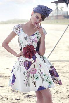 Vestido de fiesta corto estampado modelo 91580 by Carla Ruiz | Boutique Clara