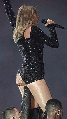 Taylor Swift she is a singer, songwriter and actress : who made her debut in the music industry in 2006 Taylor Swift Bikini, Taylor Swift Legs, Estilo Taylor Swift, Taylor Swift Videos, Taylor Swift Style, Taylor Swift Pictures, Taylor Alison Swift, Swift 3, Elegantes Outfit