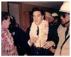 ★ Elvis ☆ - Elvis Presley Photo (- March 1961 - Hawai'i