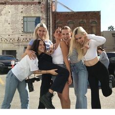 Top Advice To Help You Look More Fashionable – Girl Next Door Fashion Bff Goals, Best Friend Goals, Cute Friends, Best Friends, Teen Photography, Bff Pictures, Best Friend Pictures, Photo Instagram, Girl Gang