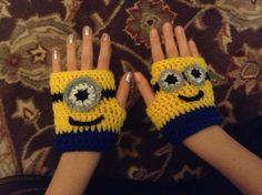 179 best Guantes infantiles images by Moris Sadu on . Crochet Granny, Crochet Stitches, Knit Crochet, Crochet Patterns, Crochet Ideas, Minions, Minion Hats, Crochet Gloves, Crochet Scarves