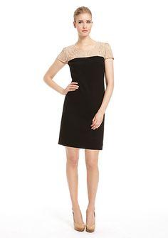 Elegancka sukienka z koronkową górą