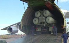 Nesta terça-feira a Rússia instalou o seu sistema de defesa antiaérea S-400 Triumf na base síria de Hmeymim. Os mísseis foram transportados para a base por via aérea.