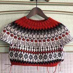 Love Knitting, Intarsia Knitting, Fall Knitting, Knitting Stitches, Knitting Yarn, Fair Isle Knitting Patterns, Knitting Designs, Woolen Dresses, Icelandic Sweaters