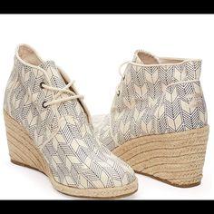 e7e849a26 Toms Shoes   Toms Desert Wedges Sz 5.5 Whisper Canvas Nwob   Color: Red/