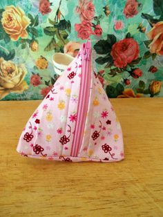 Check out this item in my Etsy shop https://www.etsy.com/uk/listing/269807348/floral-coin-purse-pyramid-coin-purse