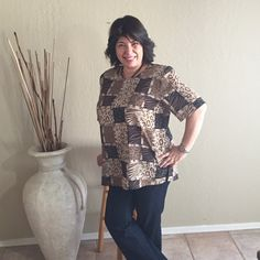 Women printed top blouse short sleeve brown Versatile top can be worn with black slacks, khakis or skirts.  Square pattern.  Notions on the back neck. Used.  Size XL. Tops Blouses