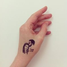 You can now get customized temporary tattoos of your best friend's face - creepy and also fabulous! Trishul Tattoo Designs, Om Trishul Tattoo, African Queen Tattoo, Mom Dad Tattoos, Custom Temporary Tattoos, Symbol Tattoos, Unique Tattoos, Couple Gifts, Body Art