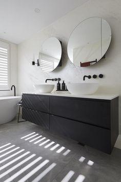 5 bathroom trends about to be huge according to The Block - Vogue Australia Bathroom Inspiration, Bathroom Interior Design Modern, Bathroom Technology, Black Bathroom, Laundry In Bathroom, Bathroom Interior Design, Ensuite, Modern Bathroom Vanity, Bathroom Trends