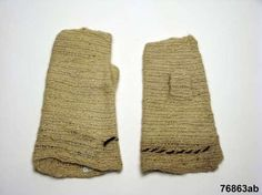 Nalbound mittens from Oulu, Finland. Taken to museum collections in 1893. Stitch type: http://www.en.neulakintaat.fi/105